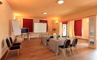 Restaurace Hotelu Mlýn Karlštejn uspokojí i toho nejnáročnějšího hosta.