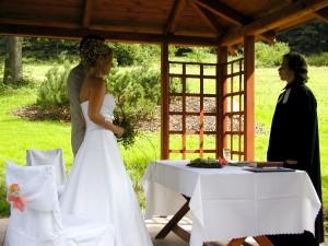 Venkovní svatební obřad