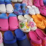 Opravdu originální boty – gumové a voňavé